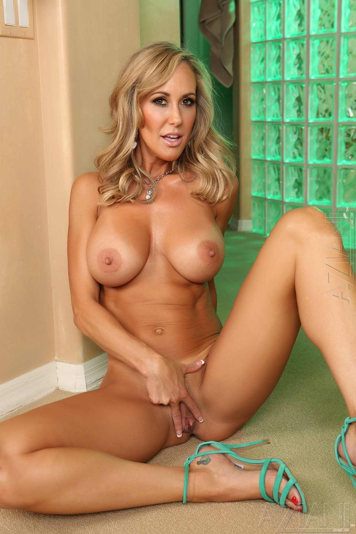 Female muscle porn star takes cum on her huge tits 10