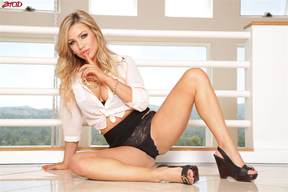 Blonde jessa rhodes with young guy