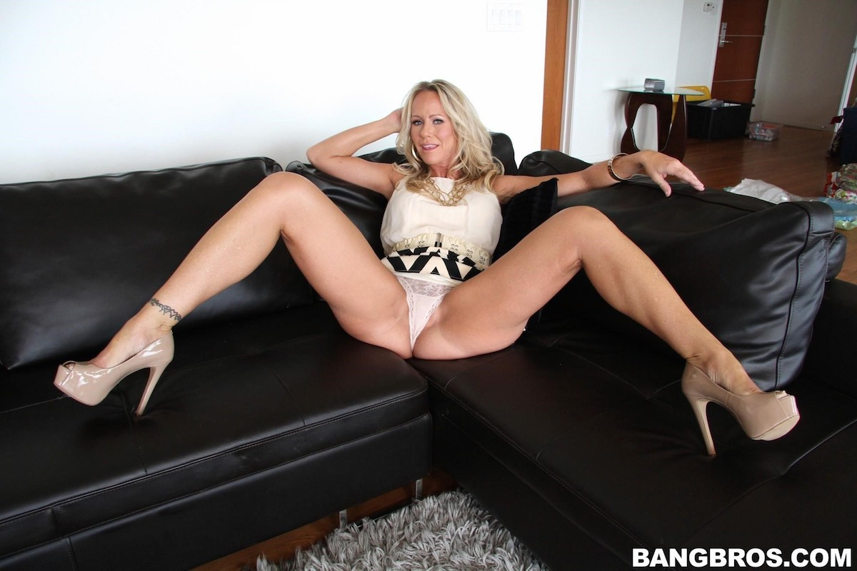 Simone Sonay - Bio, Life  Pics  Milf Porn Star-3670